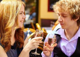 Prosecco vs Champagne - What's the Difference?
