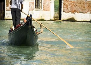 Ride in a gondola! Here are the best Boat Tours in Venice