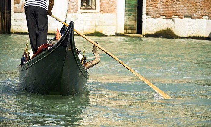 Gondola boat tours venice
