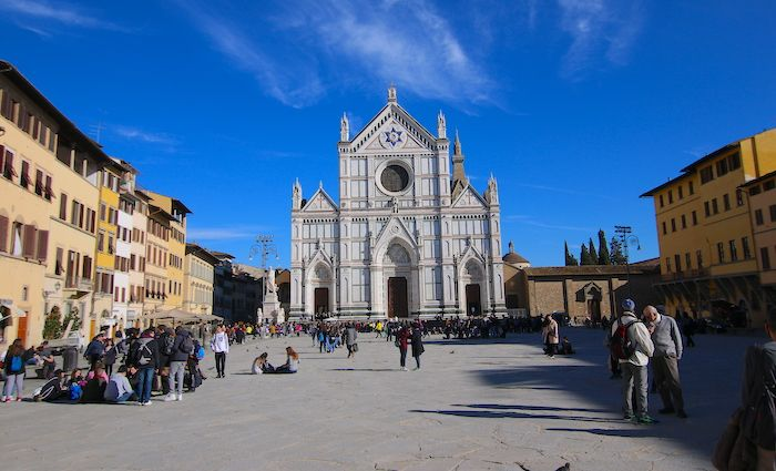 This image has an empty alt attribute; its file name is Piazza-Santa-Croce-Florence-The-Tour-Guy-Tours.jpg