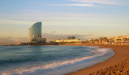 Barcelona beach in Barceloneta great restaurants and places to eat nearby.