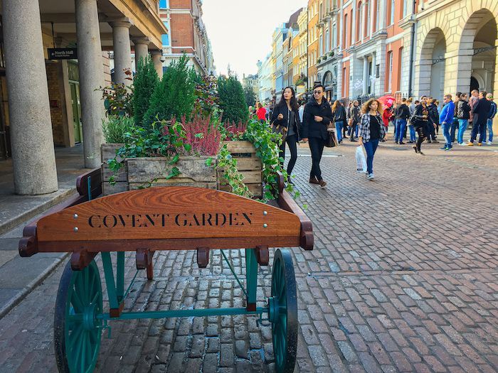 Covent Garden Shopping District in Lo