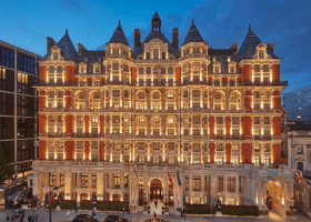 8 AMAZING London Hotels with POOLS in 2021